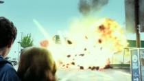 《狂喜》中文爆笑片段 天降大陨石加油站被砸毁