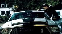 《逃脱》中文预告片 赛车手被威胁作恶伺机反抗