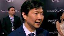 《宿醉3》洛杉矶首映中文采访 周先生引粉丝追捧