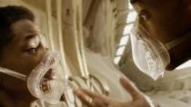 《重返地球》曝中文预告 史密斯父子遭遇未知生物