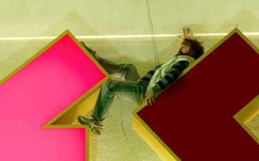 《宿醉3》中文特辑 拍高空悬挂效果危险实际轻松