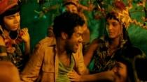 《追踪长尾豹马修》片段 丛林艳福不浅美女环绕