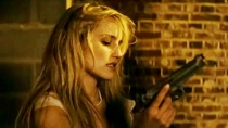 《别惹我》国际版中文预告 萝莉打仔下手不留情