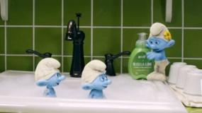 《蓝精灵2》中文片段 可爱蓝精灵洗手池洗泡泡浴