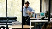 《乔布斯》曝光片段 苹果教父愤怒咆哮砸烂电话机