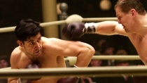 《铁拳男人》中文预告 罗素·克劳担重担勇猛挥拳
