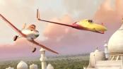 《飞机总动员》曝光片段 返乡悠闲飞行环绕泰姬陵