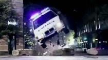 《逃脱》中文预告 赛车手劫持追击争分夺秒救爱妻