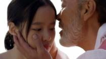 《弓》结婚片段 老人与少女履行承诺海上举行婚礼