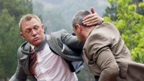 《007大破天幕杀机》片段 邦德火车吊车惊险追踪
