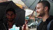多伦多电影节影迷雨中排队一票难求 关注中国电影