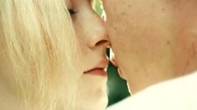 《我将如何生存》中文预告 西尔莎硝烟中求生寻爱