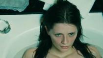 《致命围困》预告片 危楼诅咒美女工程师不幸落难