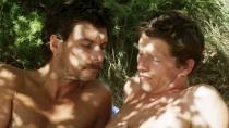《湖畔的陌生人》精彩片段 同性热恋湖中激吻