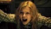 《魔女嘉莉》曝光片段 少女被强制囚禁潜能爆发