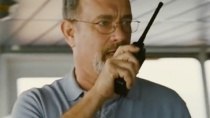 《菲利普斯船长》片段 海盗强袭汉克斯安抚众船员
