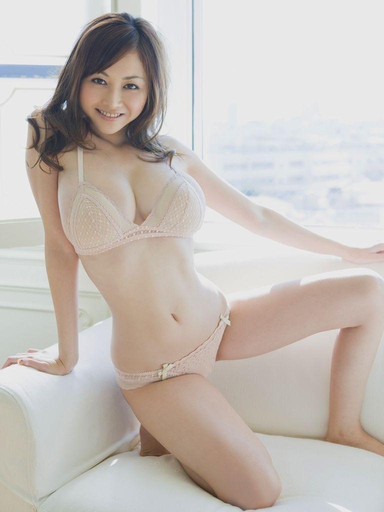 _日本f杯美女杉原杏璃喷血写真 大胆脱衣秀豪乳