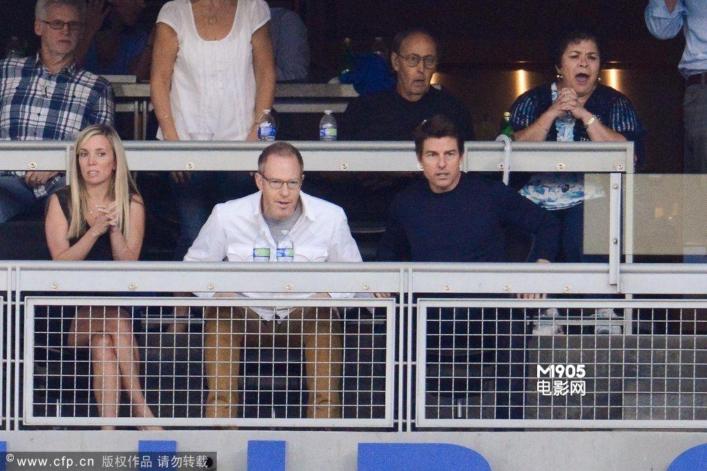 洛杉矶当地时间10月15日, 汤姆·克鲁斯 与养子康诺· ...