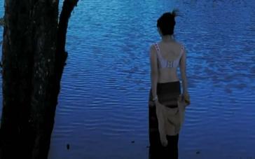 《飘落的羽毛》预告 简单而又纠结的凄美爱情故事