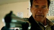 《背水一战》预告片 阿诺飞车老当益壮大玩枪战