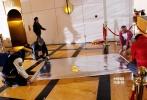 11月4日,《变形金刚4:绝迹重生》在北京盘古大观完成了中国内地的拍摄工作,正式关机。导演组宣布杀青的那一瞬间,整个剧组的工作间中欢呼雀跃,工作人员们互相拥抱庆祝。