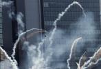 迈克尔·贝回归执导的系列新片《变形金刚4:绝迹重生》10月底在华取景,相继辗转于香港、重庆武隆和北京、天津四地,于11月4日正式杀青中国戏份,目前已经进入到紧张的后期制作中。[电影网]从今天起,为您揭秘该片在香港探班的幕后拍摄情况,更多独家猛料将陆续来袭!