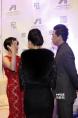 颜丙燕、潘粤明聊得手舞足蹈