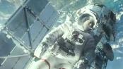 《地心引力》曝光片段 飞船突发事故卫星站被毁