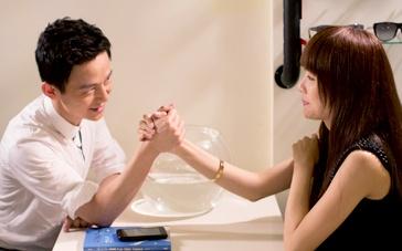 《不爱不散》终极预告 何炅、邓丽欣上演治愈之恋