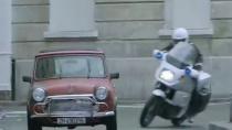 《谍影重重》精彩片段 伯恩穿梭巴黎街区夹缝逃生