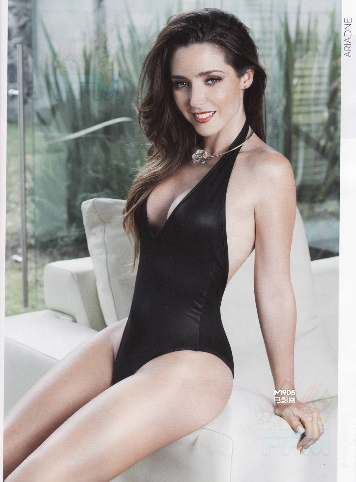 迪亚兹海量内衣写真捂丰满胸部 半裸露白嫩美背