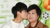 李宇春向母亲献香吻 王诗龄现场贴心送甜蜜礼物