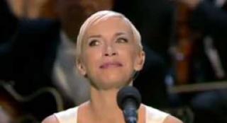 安妮献唱《指环王3》主题曲 飘渺歌声荡气回肠