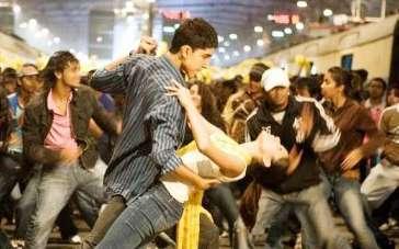 《贫民窟的百万富翁》片尾 男女主角车站欢乐炫舞