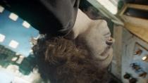 《地心引力》精彩片段 宇宙残骸现惊悚太空浮尸