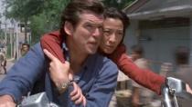 《007:明日帝国》精彩片段 邦德杨紫琼摩托逃生
