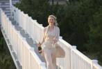 """凯特·布兰切特的身上总有一种让人无以言说的超脱气质,她对时尚的把控和各类角色游刃有余的演绎,让她成为观众心中不可取代的""""女王""""。今天的奥斯卡红毯和完美的Armani裙装将凯特·布兰切特衬托的美艳至极,当你还定格在此时,布兰切特已经捧回了一座小金人。下面让我们一起回顾凯特·布兰切特的光影人生。"""