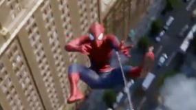 《超凡蜘蛛侠2》动态海报 楼宇之间英雄自由穿梭