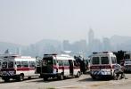 而在香港中环、铜锣湾正在饱受摧残的同时,维多利亚港的另一侧西九龙海滨长廊这里,剧组当时在此处拍摄了汽车阵营携手抗敌、全体人类小伙伴在海边送别擎天柱的戏份,而当天这一场景还动用了7、8辆警车,大批群演扮演特区警员和特警出场。