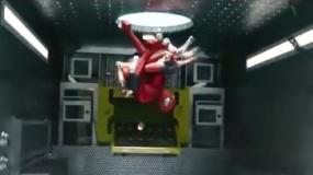 《超凡蜘蛛侠2》精彩片段 英雄力保病毒不被扩散