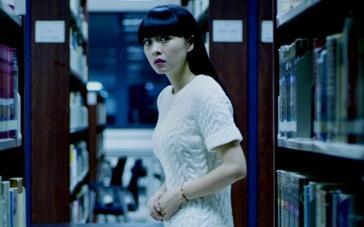 《笔仙惊魂3》惊悚片段 从图书馆穿越至荒郊野外