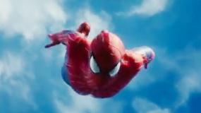《超凡蜘蛛侠2》片段 英雄鹰击长空穿梭楼宇之间