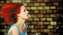 《罗拉快跑》预告片 时间的十字路口上演多重可能