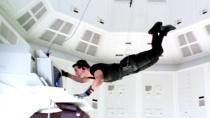 《碟中谍》精彩片段 克鲁斯高难度垂吊窃取情报