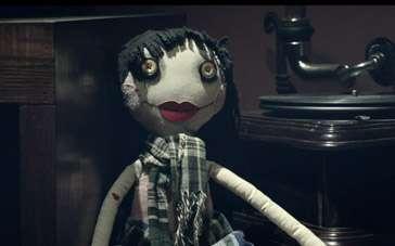 《怖偶》终极版预告片 重口味堪比《电锯惊魂》