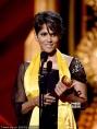 哈莉·贝瑞获得年度杰出艺人大奖