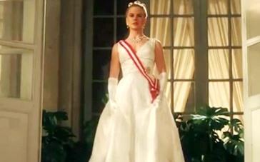 《摩纳哥王妃》中文片段 妮可白色礼服雍容典雅