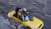 《鲨卷风2》首曝预告片 水淹全城鲨鱼风暴再来袭