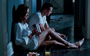 《史密斯夫妇》精彩片段 皮特朱莉联手大杀四方