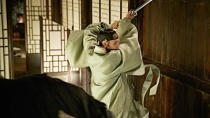 《群盗》中文预告片 河正宇、姜东元正面交锋曝光